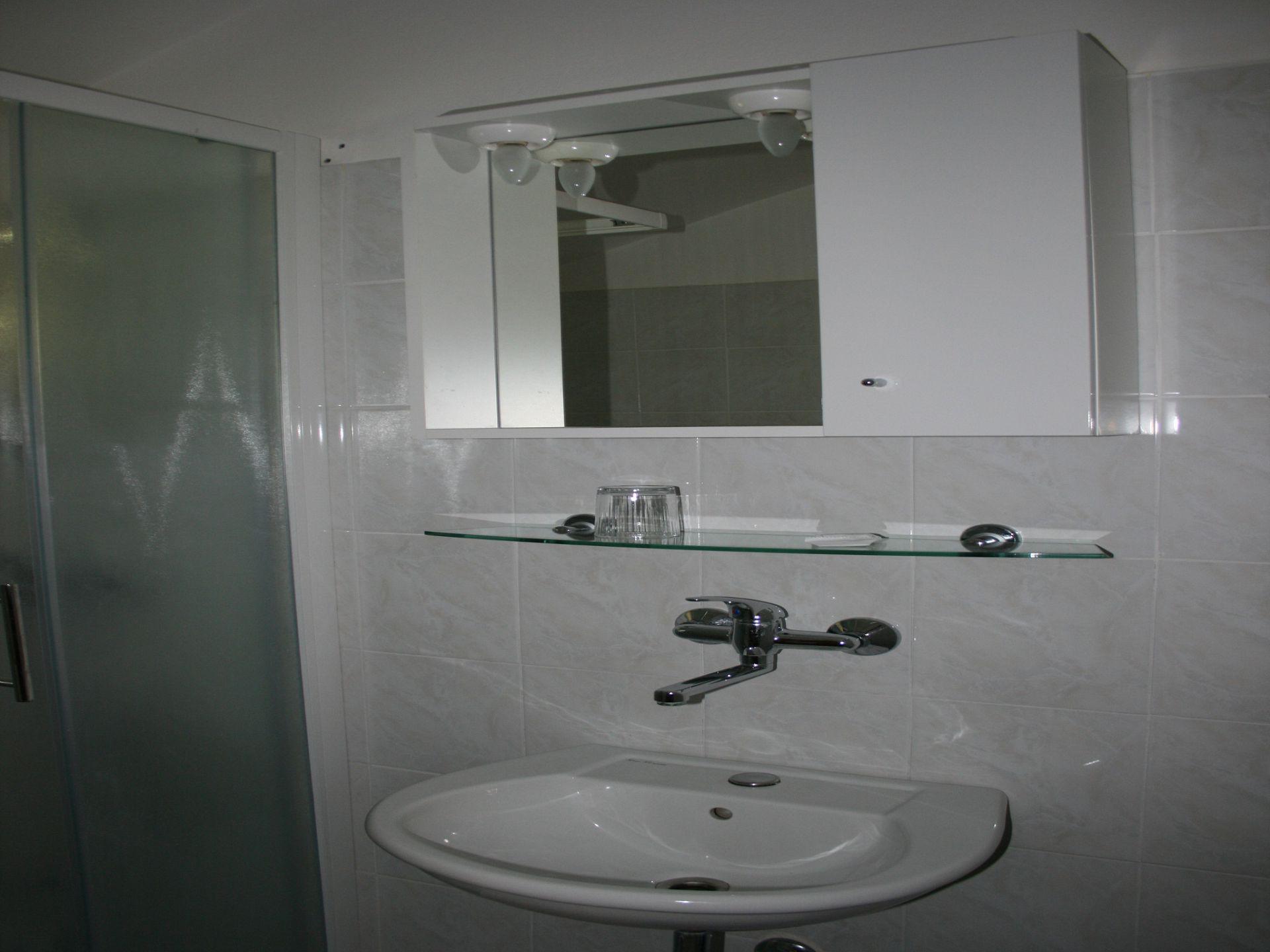 37656 - Jezera - Apartments Croatia - A-Marta(2+2): bathroom with toilet
