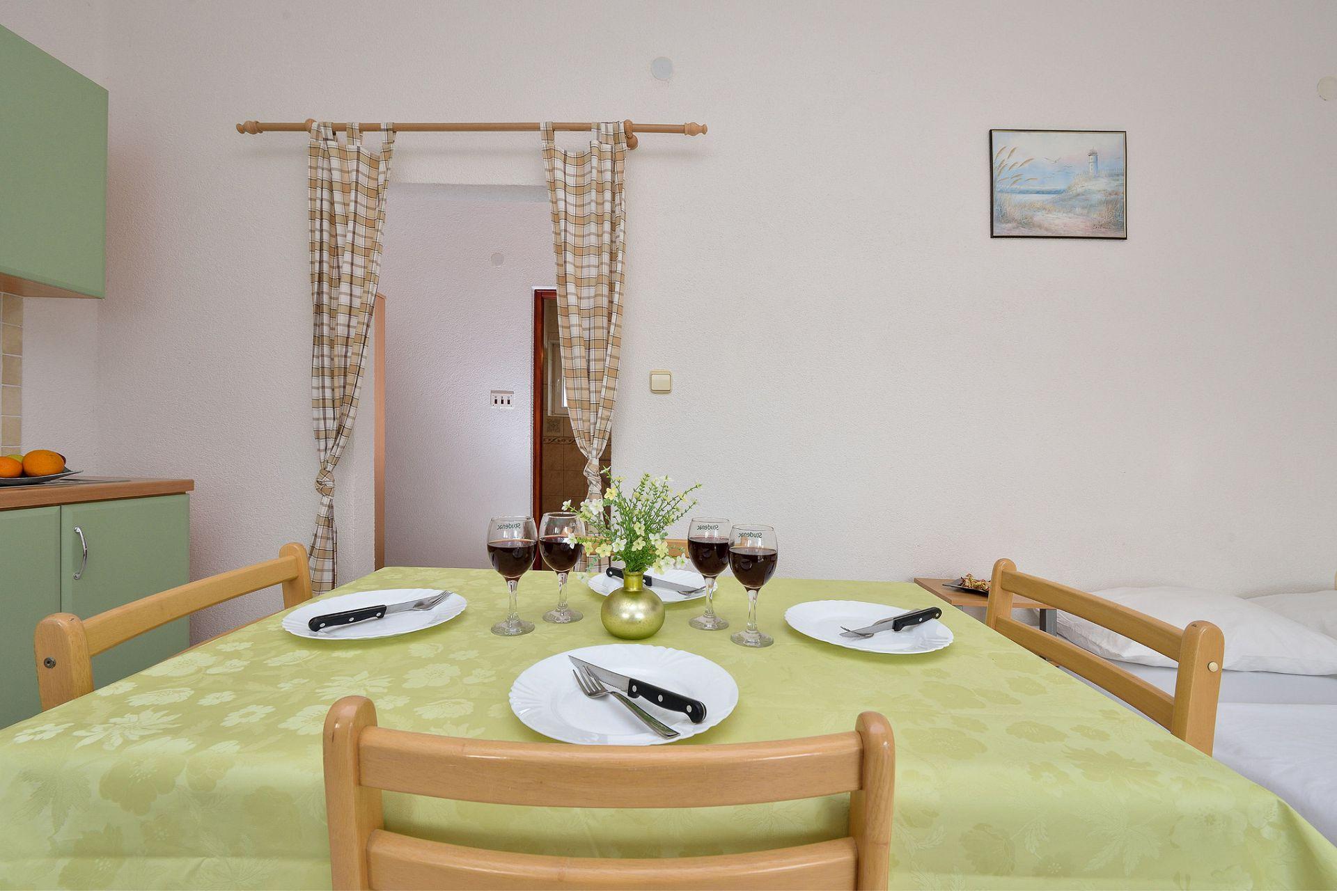 1675 - Drage - Apartmanok Horvátország - A3(2+2): ebédlő