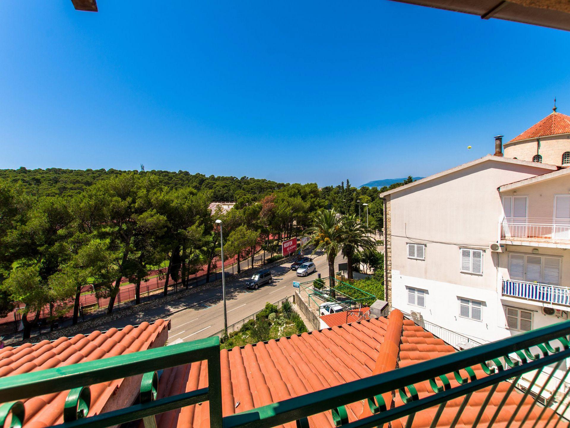 A5(4+1): balcony view