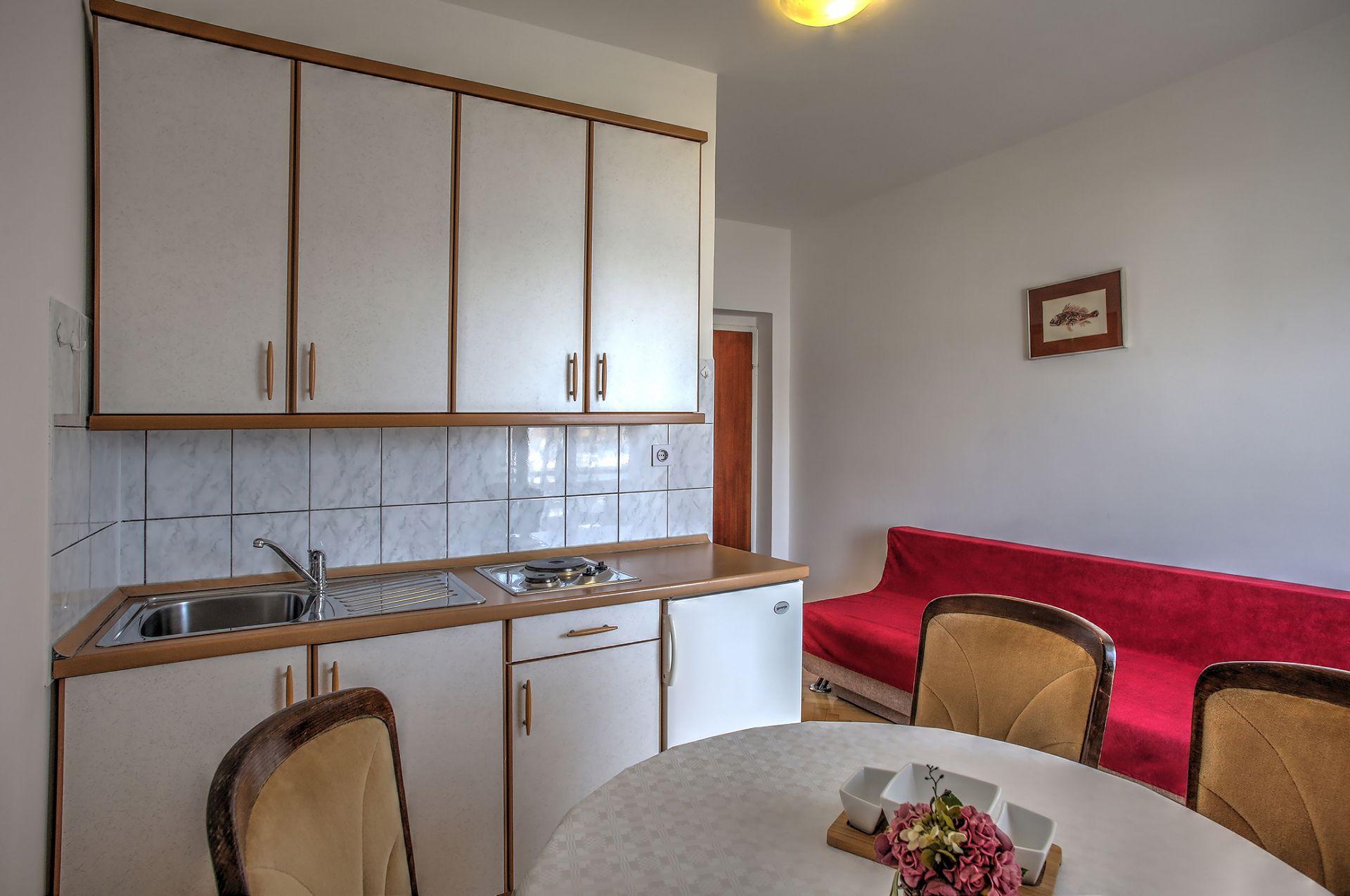 5409 - Jezera - Apartments Croatia - A1(2+1): kitchen and dining room