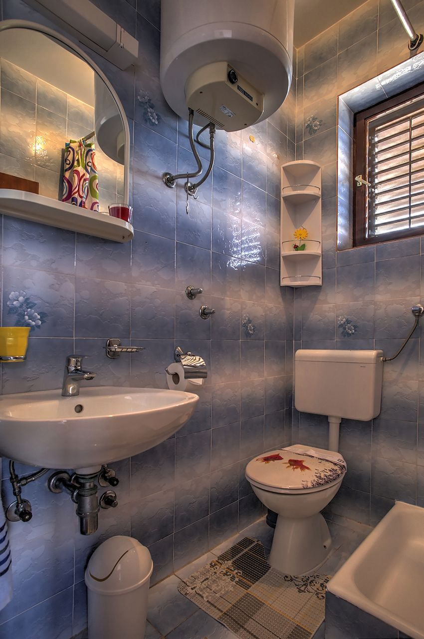 5409 - Jezera - Apartments Croatia - A2(2+1): bathroom with toilet