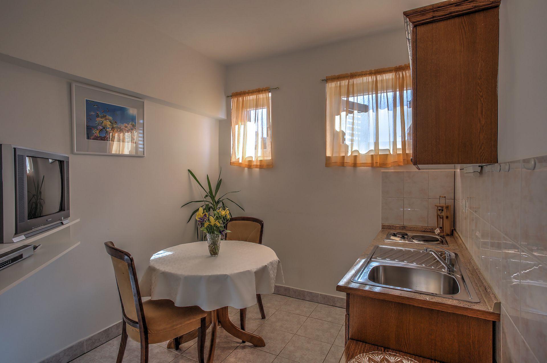 5409 - Jezera - Apartments Croatia - A2(2+1): kitchen and dining room