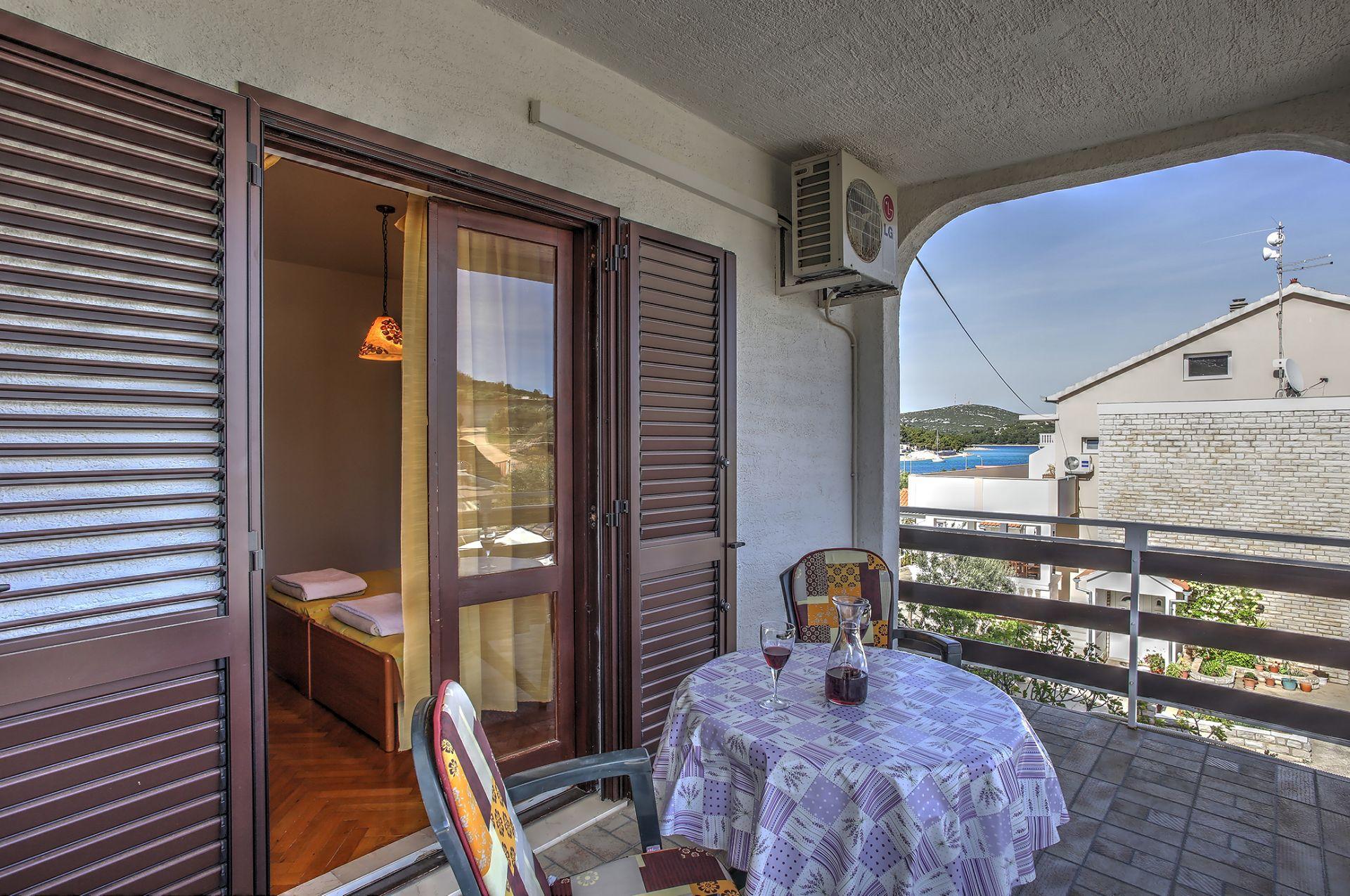 5409 - Jezera - Apartments Croatia - SA3(2): terrace