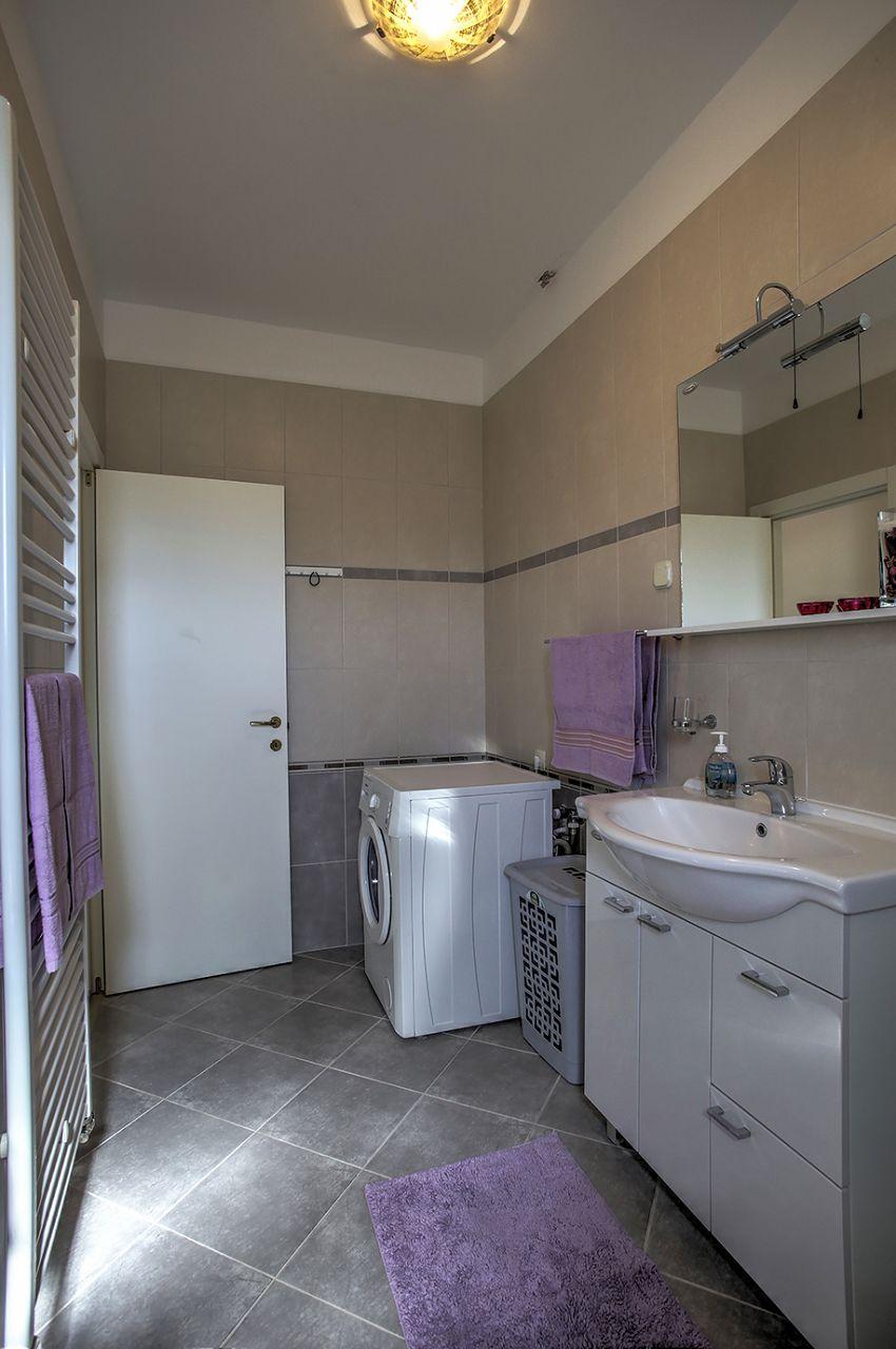 5409 - Jezera - Apartments Croatia - A5(4): bathroom with toilet