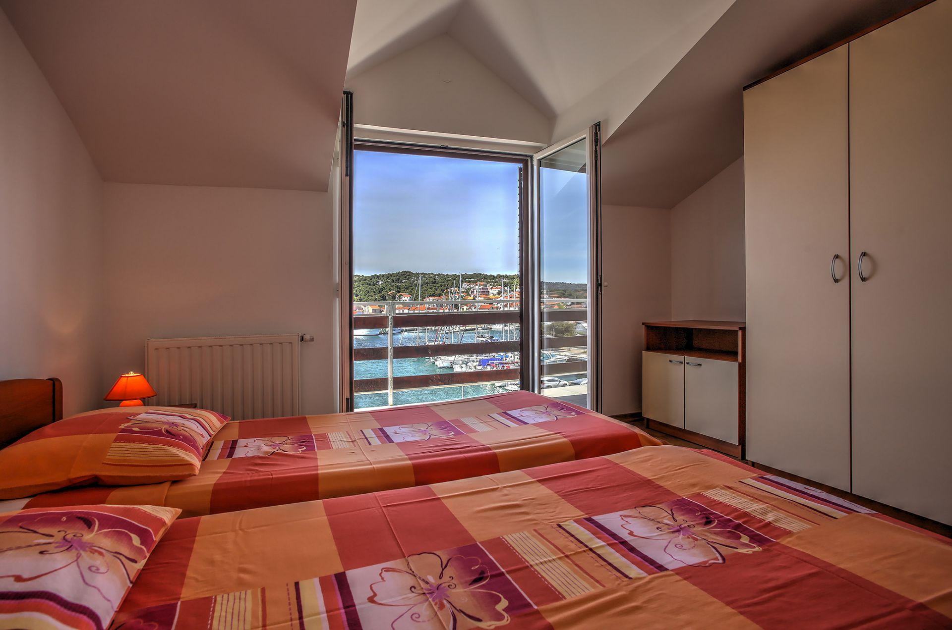 5409 - Jezera - Apartments Croatia - A5(4): bedroom