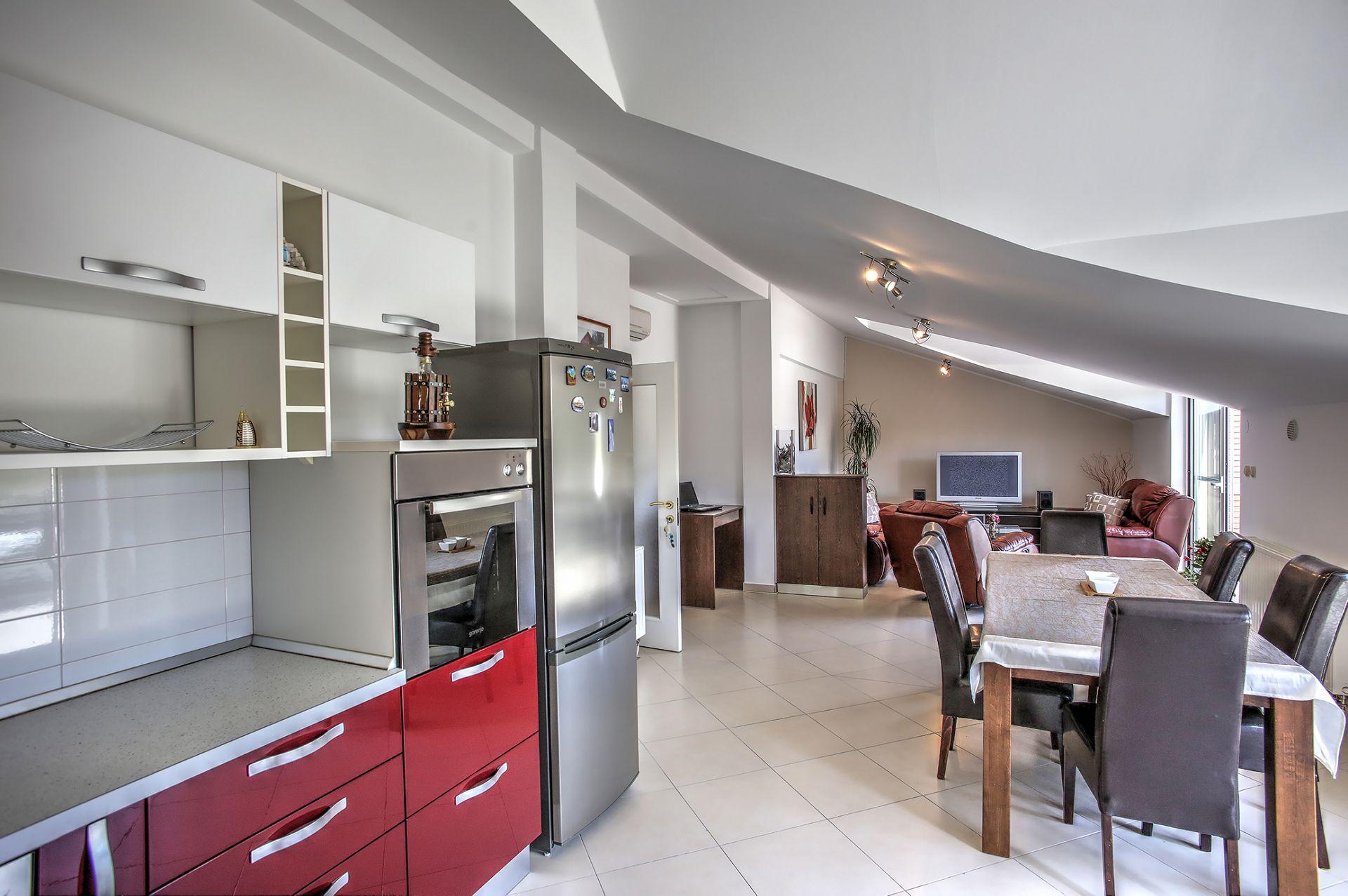 5409 - Jezera - Apartments Croatia - A5(4): kitchen and dining room