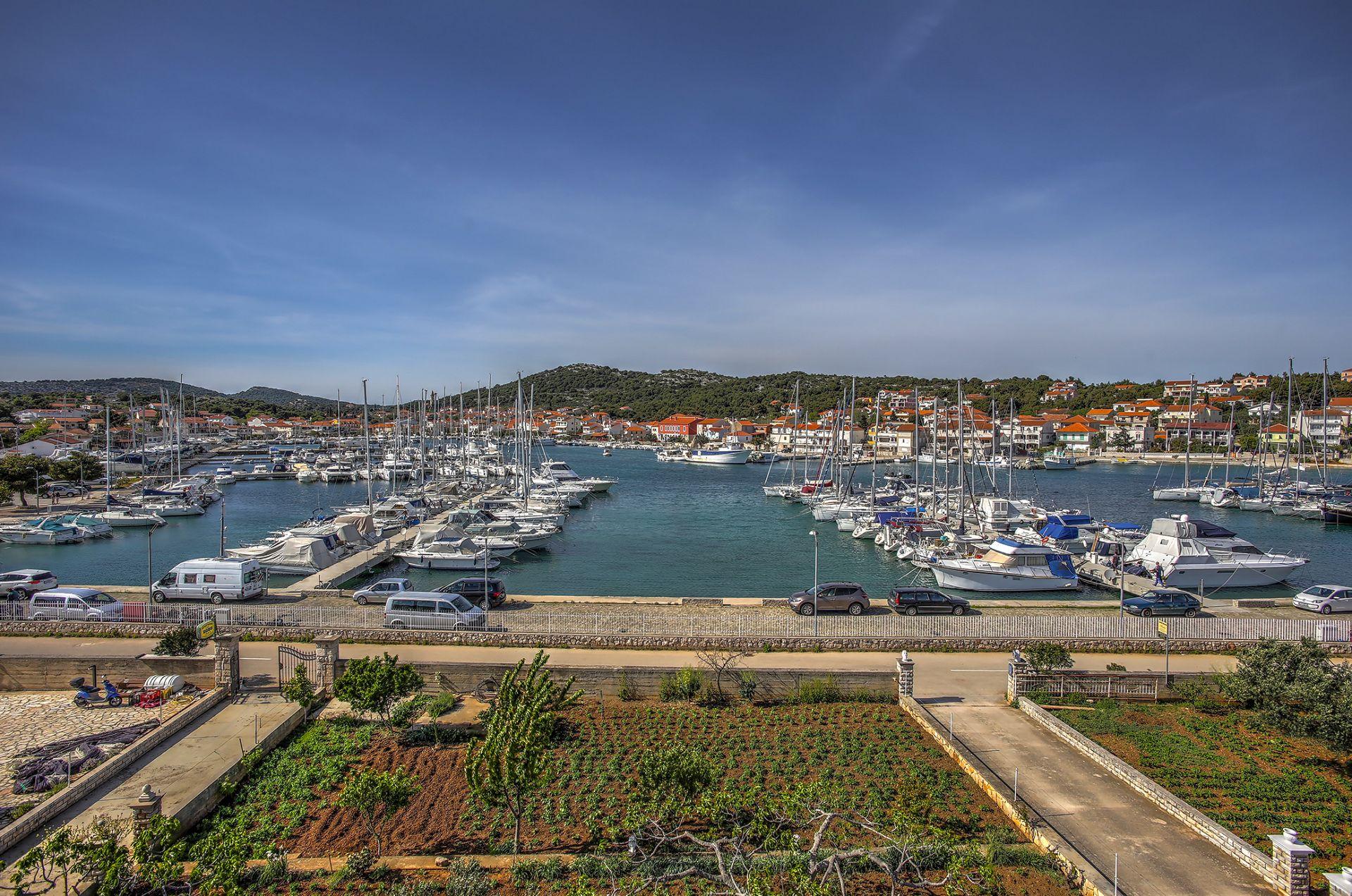 5409 - Jezera - Apartments Croatia - A5(4): terrace view