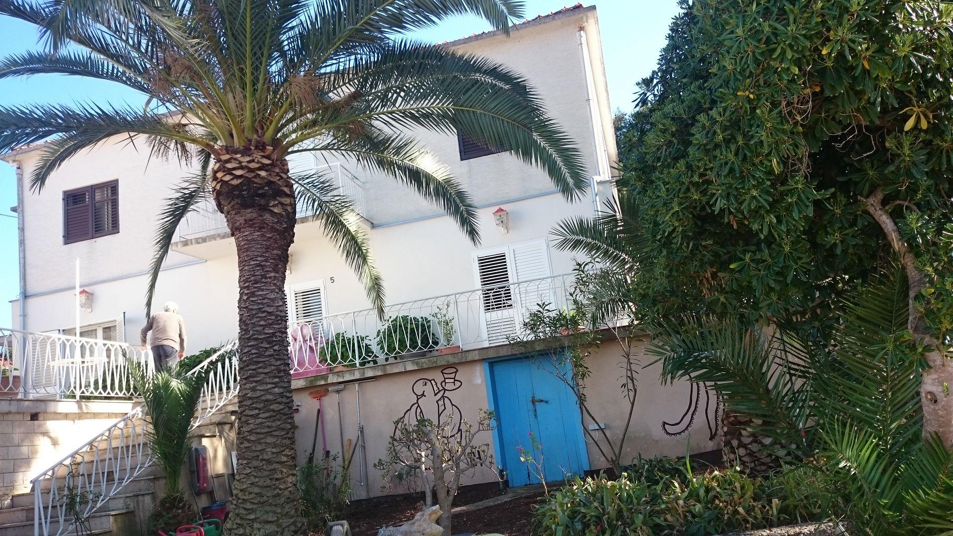 5126 - Loviste - Appartamenti Croazia
