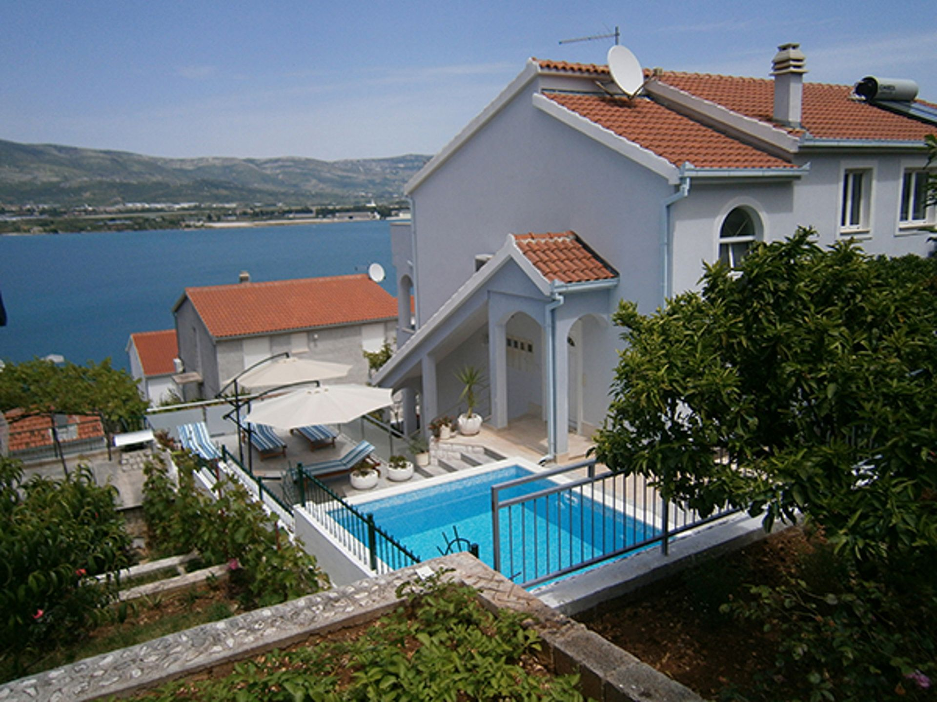 Mirjana - Arbanija - Apartments Croatia
