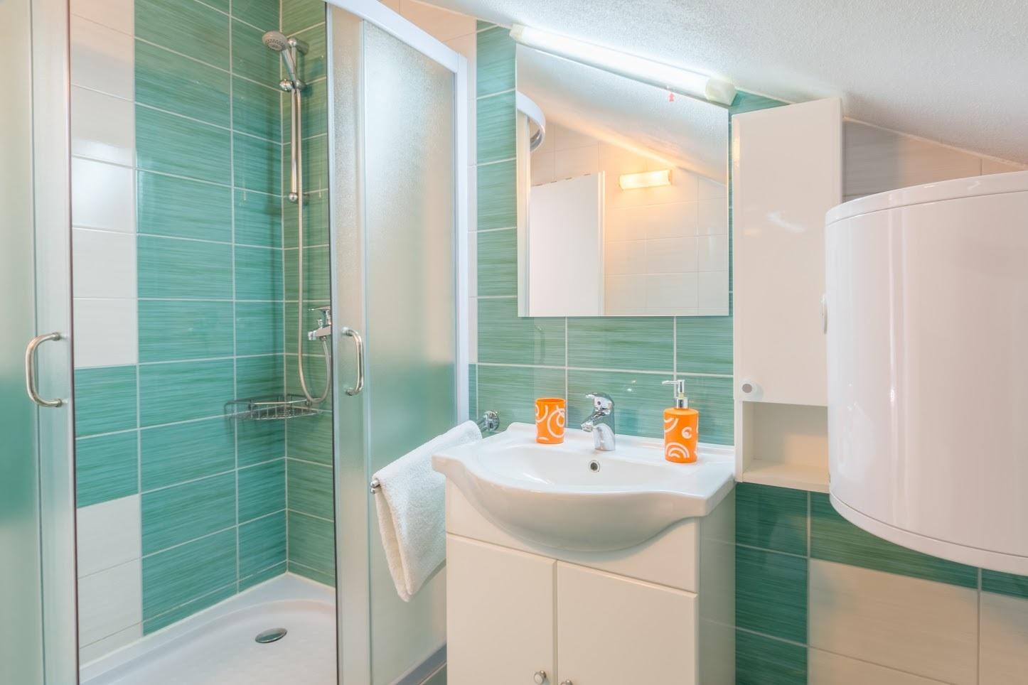 Simi - Baai Osibova (Milna) - Verblijf in lagunes Kroatië - A1(4+1): badkamer met toilet