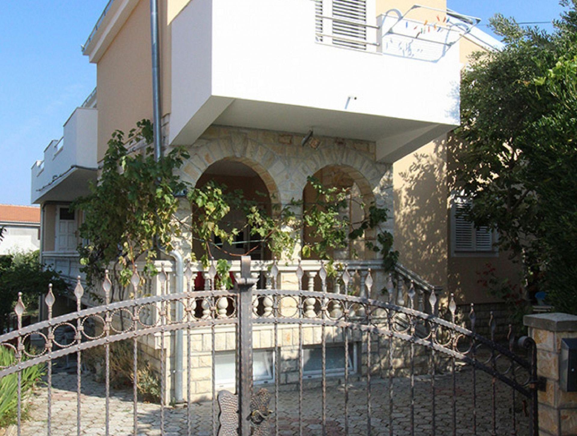 5556 - Pirovac - Appartementen Kroatië