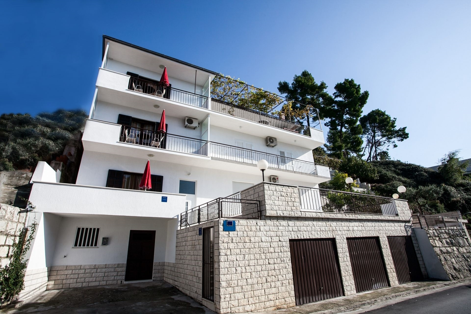 Apartments, Krilo Jesenice, Riviera Omiš  - Apartments  VERICA