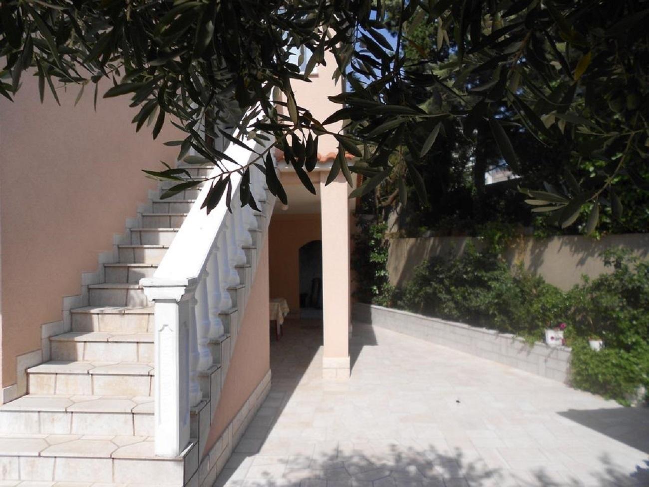 A3(3+1)Tus: terrace