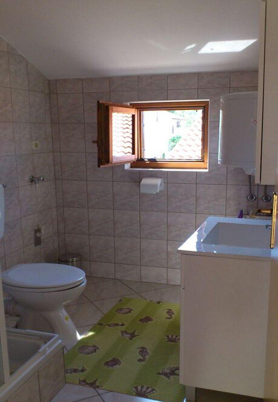 Tina - Obrovac - Appartementen Kroatië - A1(4): badkamer met toilet