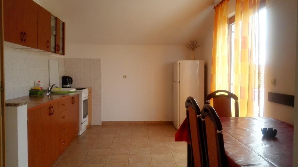 Tina - Obrovac - Appartementen Kroatië - A1(4): keuken en eetkamer