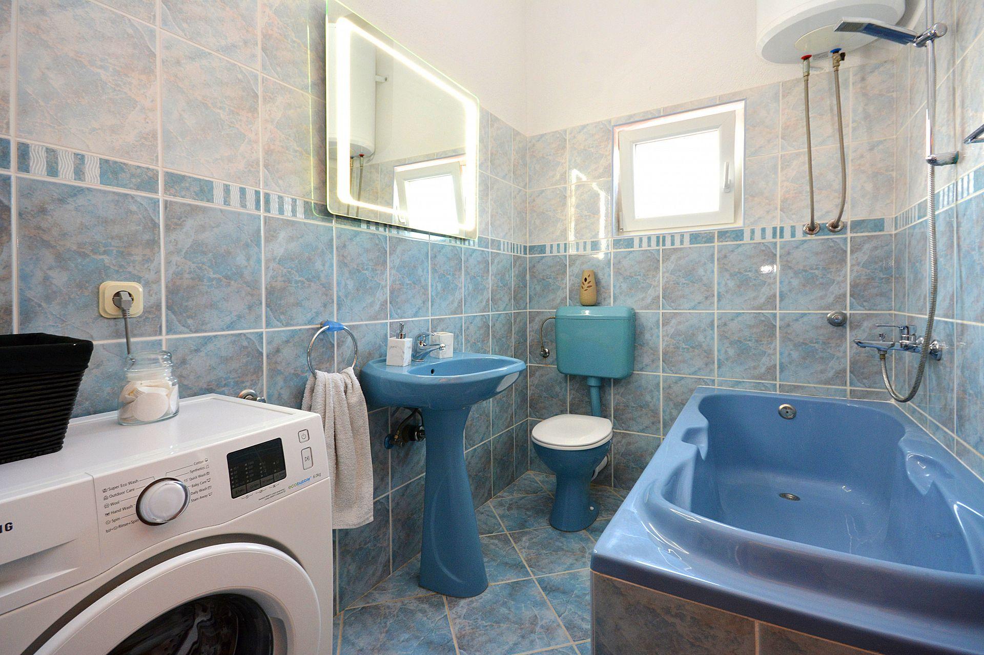 Zeljko - Marina - Appartementen Kroatië - A1(6+2): badkamer met toilet