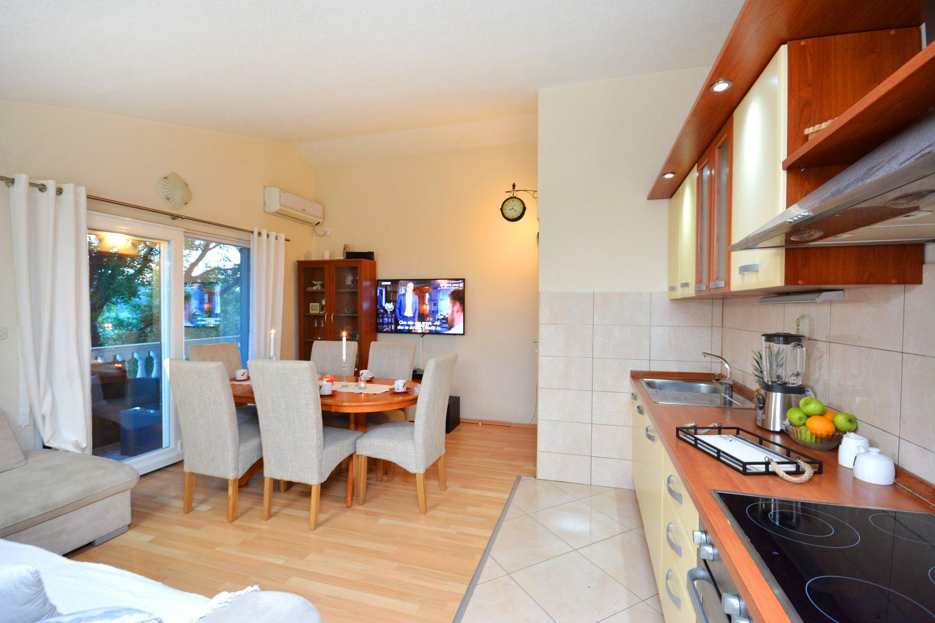 Zeljko - Marina - Appartementen Kroatië - A1(6+2): keuken en eetkamer