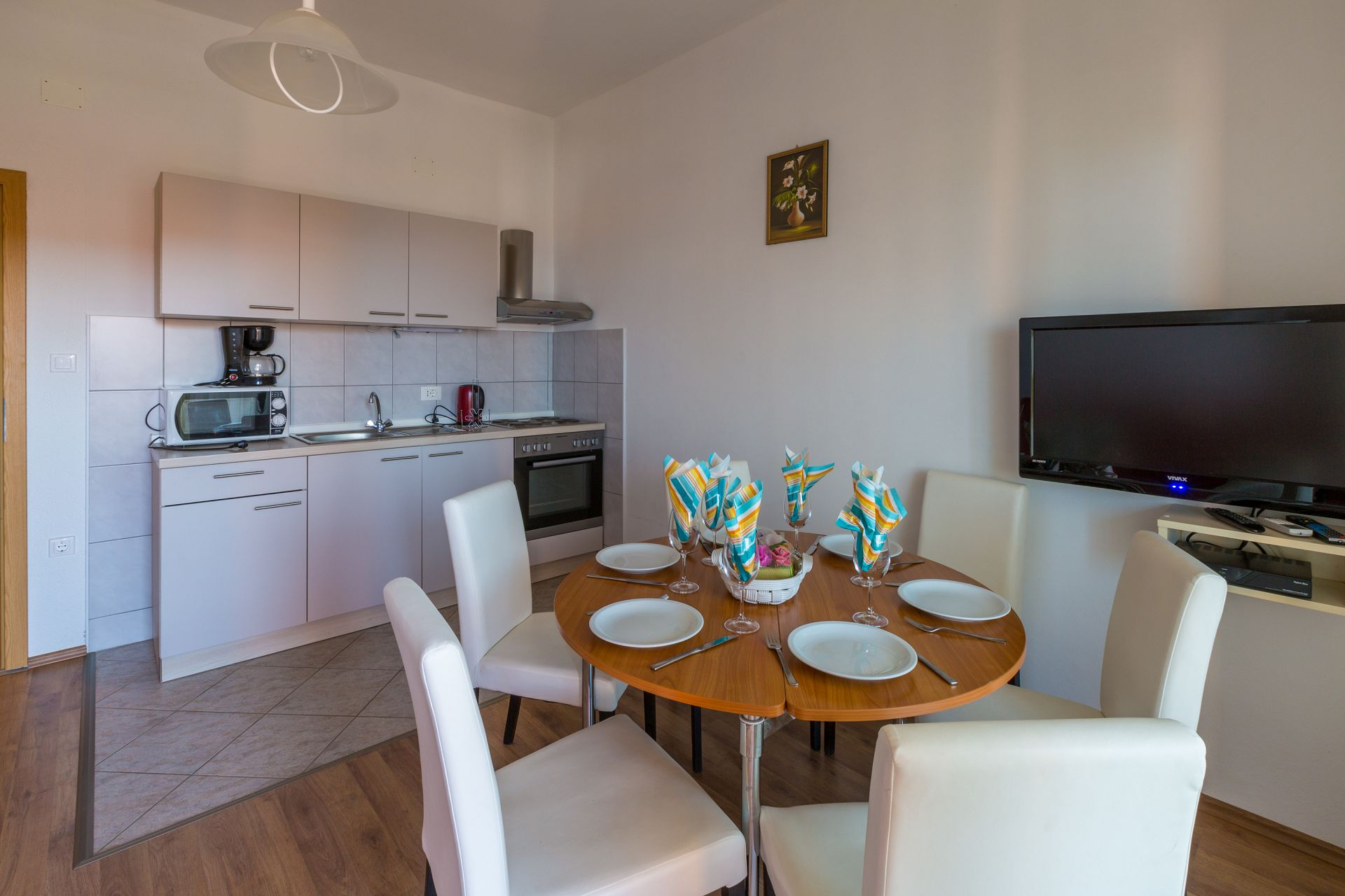 A3 dvosobni(5+1): kitchen and dining room