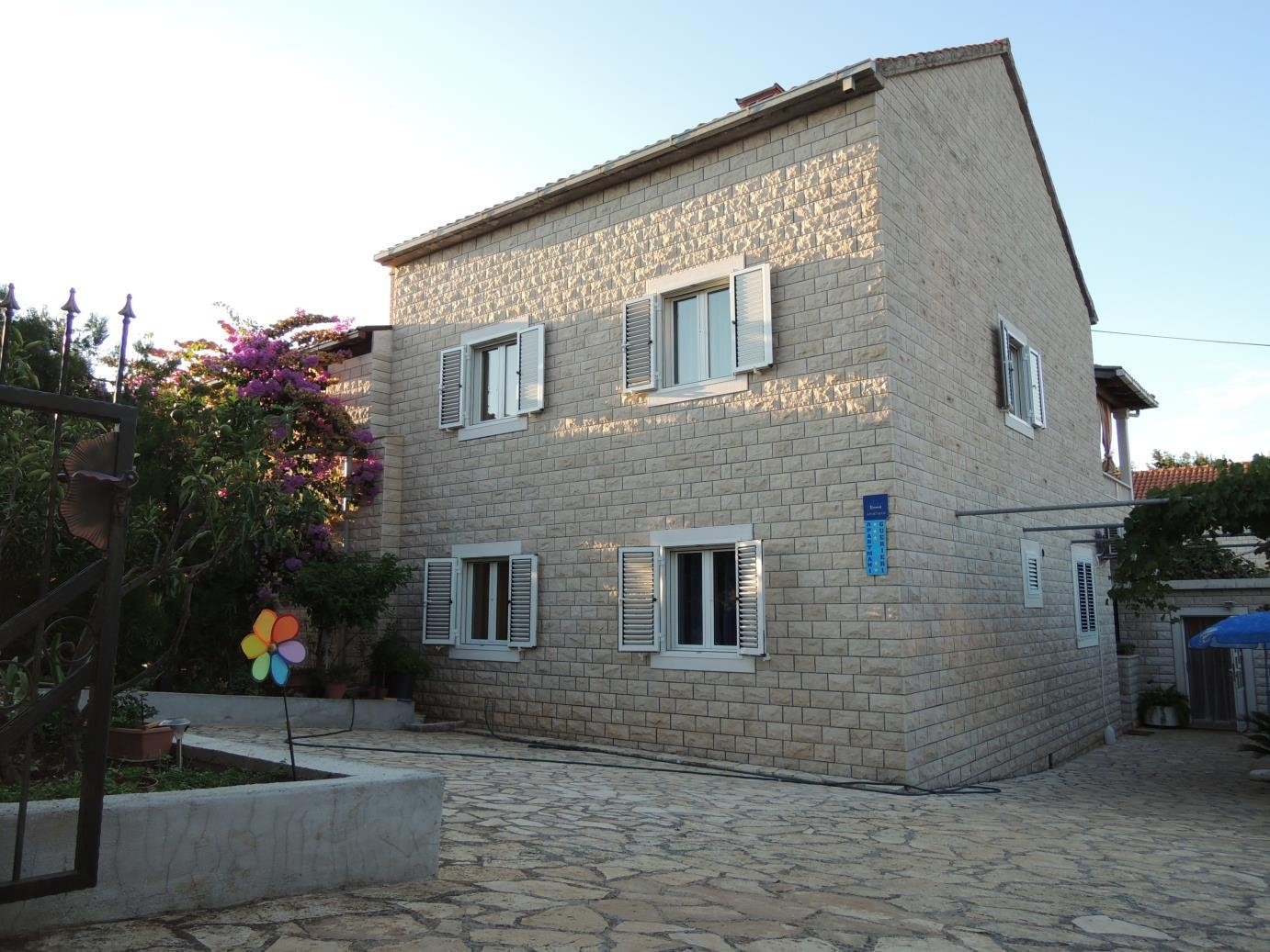 Apartments, Mirca, Island of Brač - Apartments  Jak