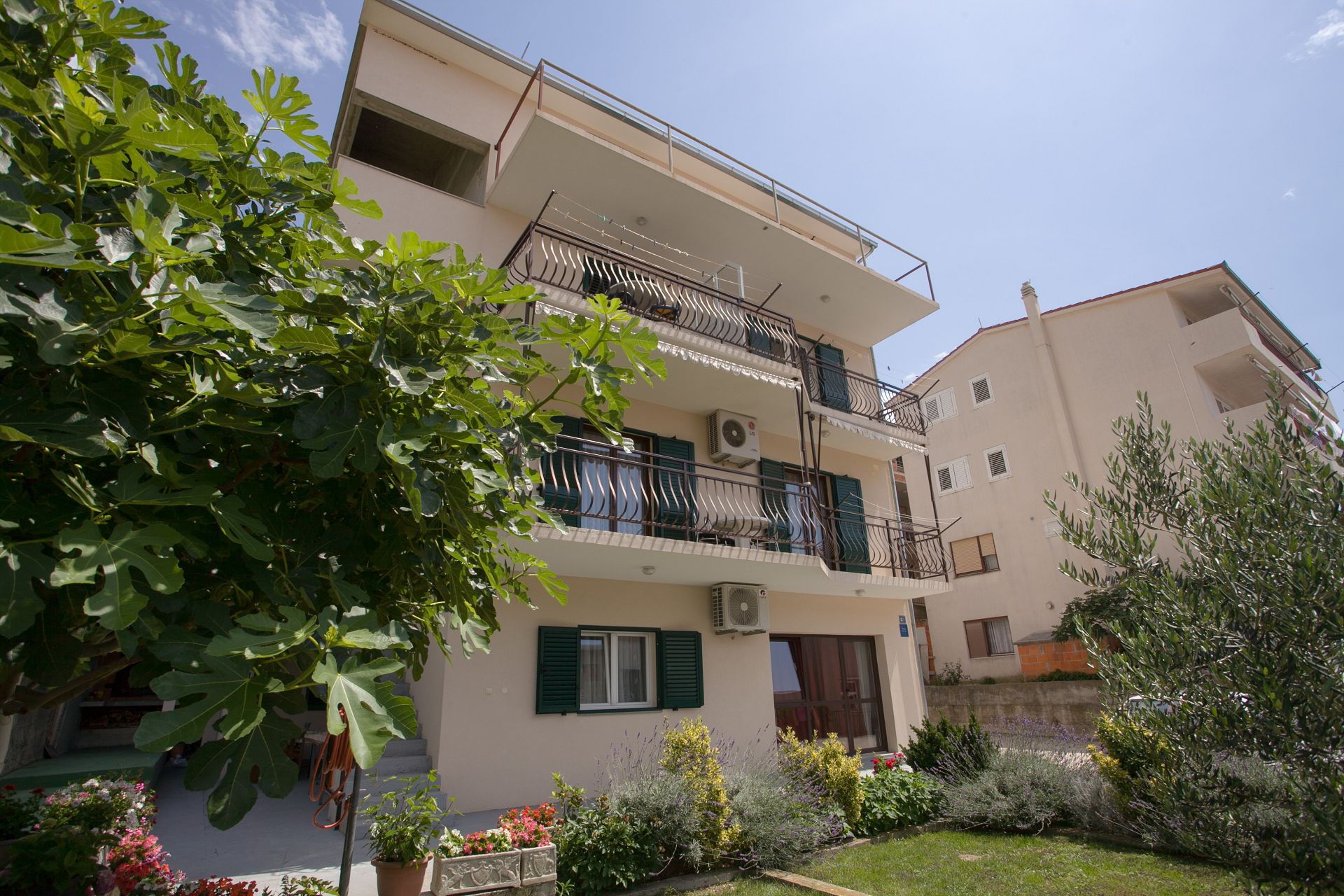 Apartments, Dugi Rat, Riviera Omiš  - Apartments  Petar