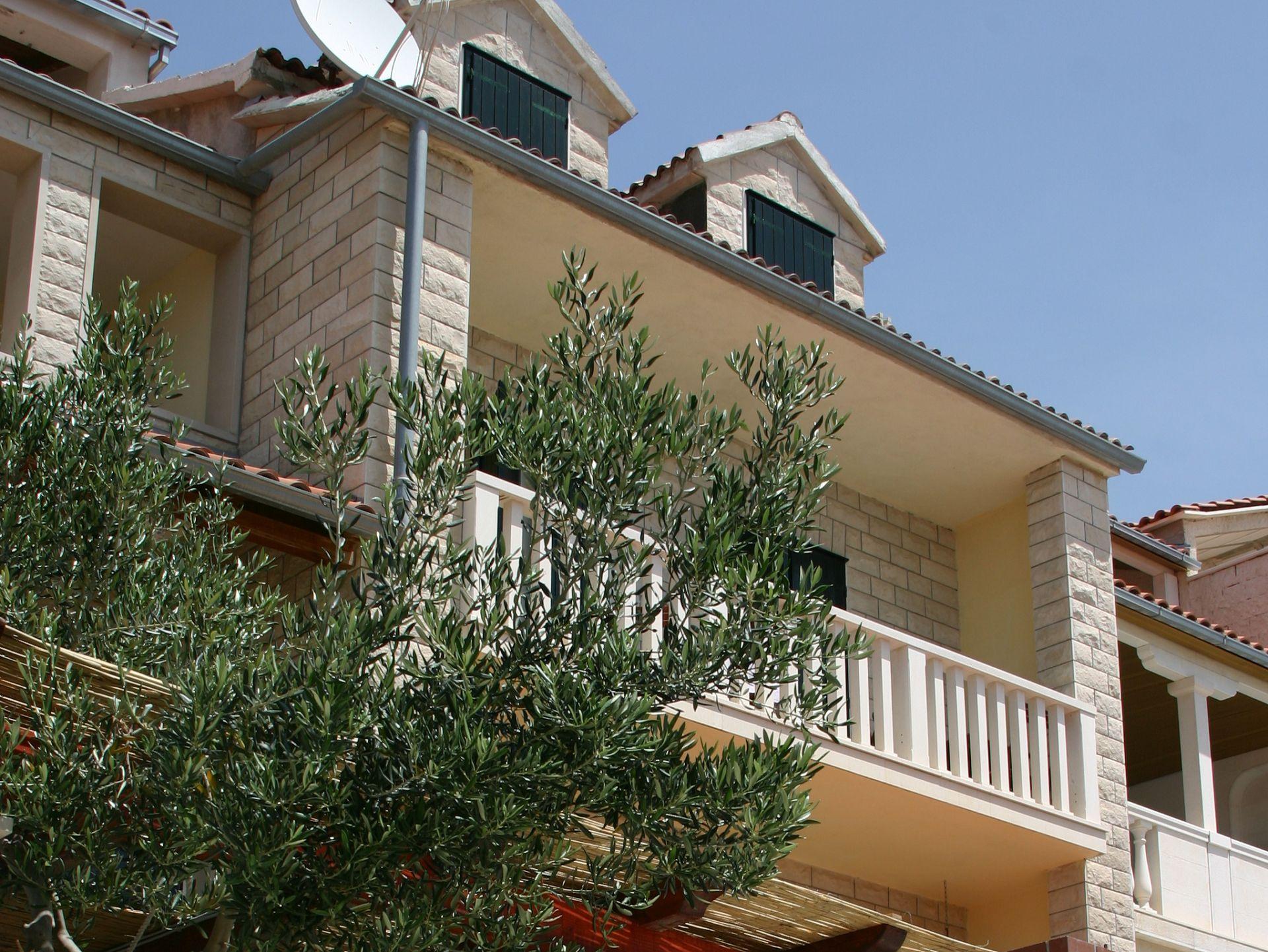 3793 - Bol - Appartementen Kroatië