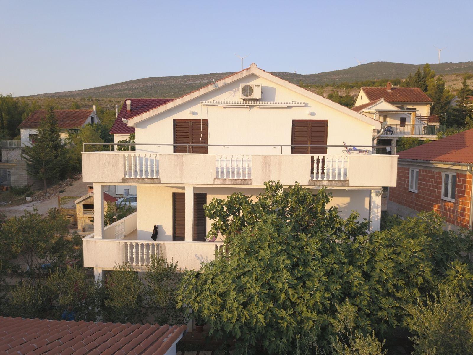 Tina - Obrovac - Appartementen Kroatië - huis