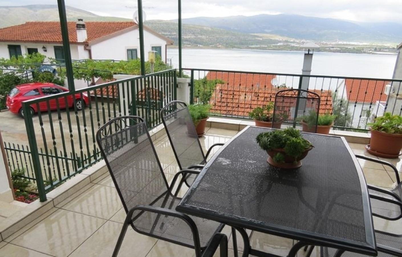Bubi - Mastrinka - Appartementen Kroatië - gezamelijke terras