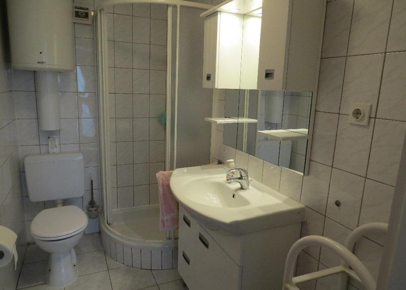 Bubi - Mastrinka - Appartementen Kroatië - A1(2+2): badkamer met toilet