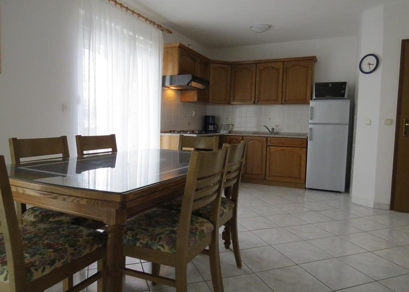 Bubi - Mastrinka - Appartementen Kroatië - A2 Prvi kat(4+2): keuken en eetkamer