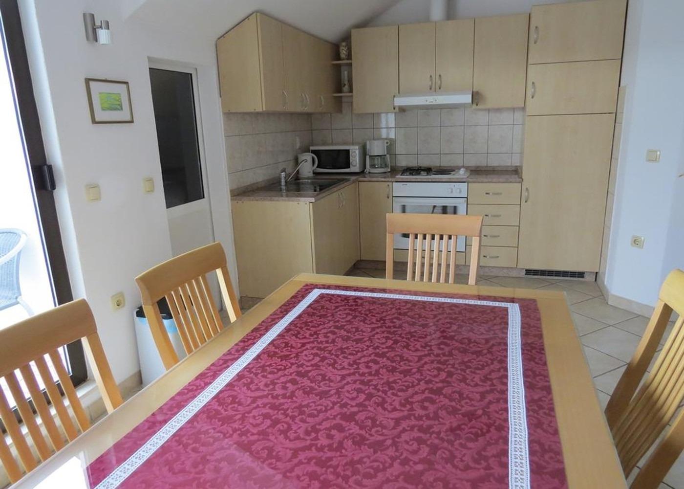 Bubi - Mastrinka - Appartementen Kroatië - A3 drugi kat (4+2): keuken en eetkamer