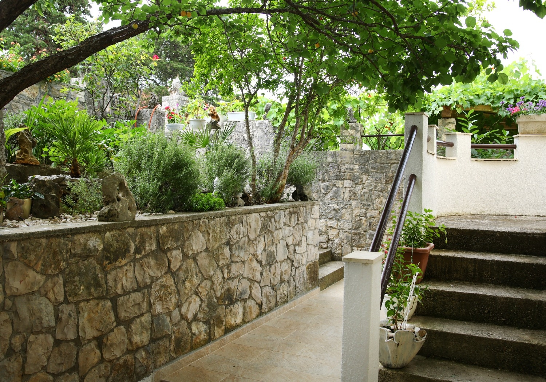Neda - Splitska - Appartementen Kroatië - tuin