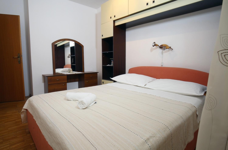 Neda - Splitska - Appartementen Kroatië - A1(6): slaapkamer