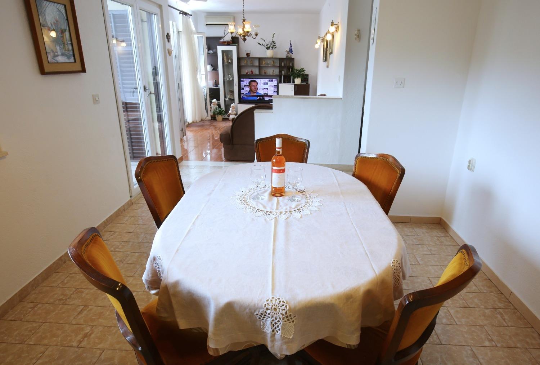 Neda - Splitska - Appartementen Kroatië - A1(6): eetkamer