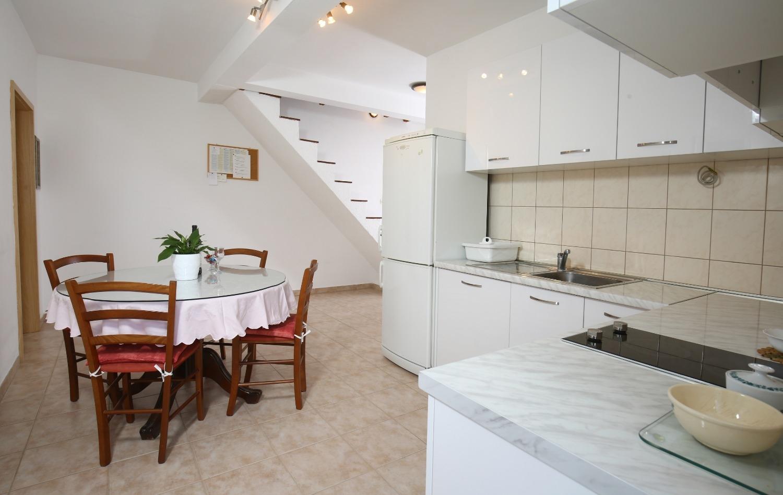 Neda - Splitska - Appartementen Kroatië - A2(4+1): keuken en eetkamer
