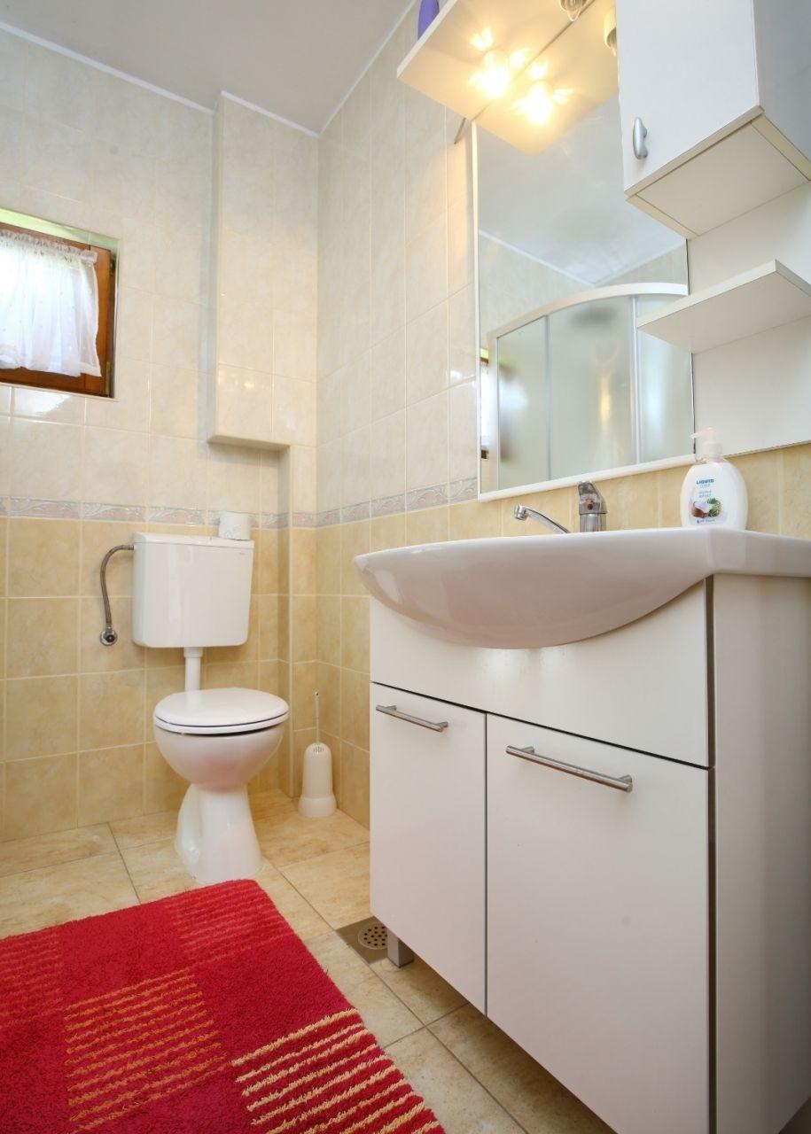 Neda - Splitska - Appartementen Kroatië - A2(4+1): badkamer met toilet