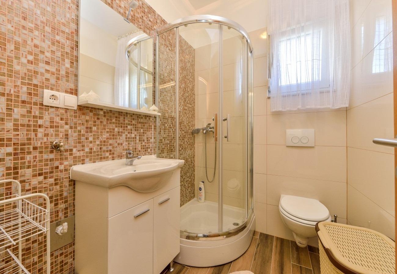 Sunny by the Sea - Zaton (Zadar) - Appartementen Kroatië - A1(2+2): badkamer met toilet