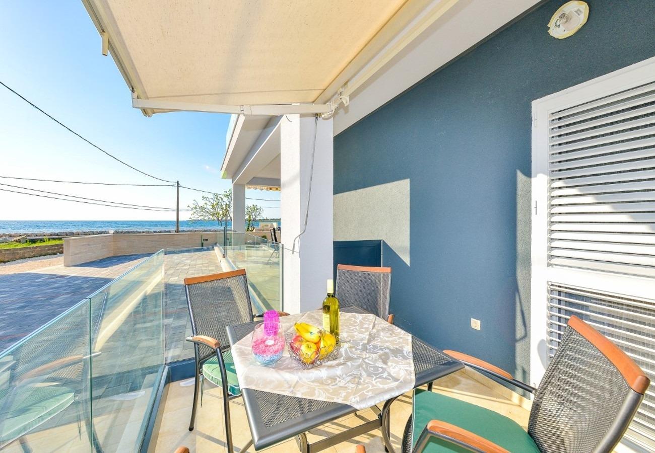 Sunny by the Sea - Zaton (Zadar) - Appartementen Kroatië - A1(2+2): terras