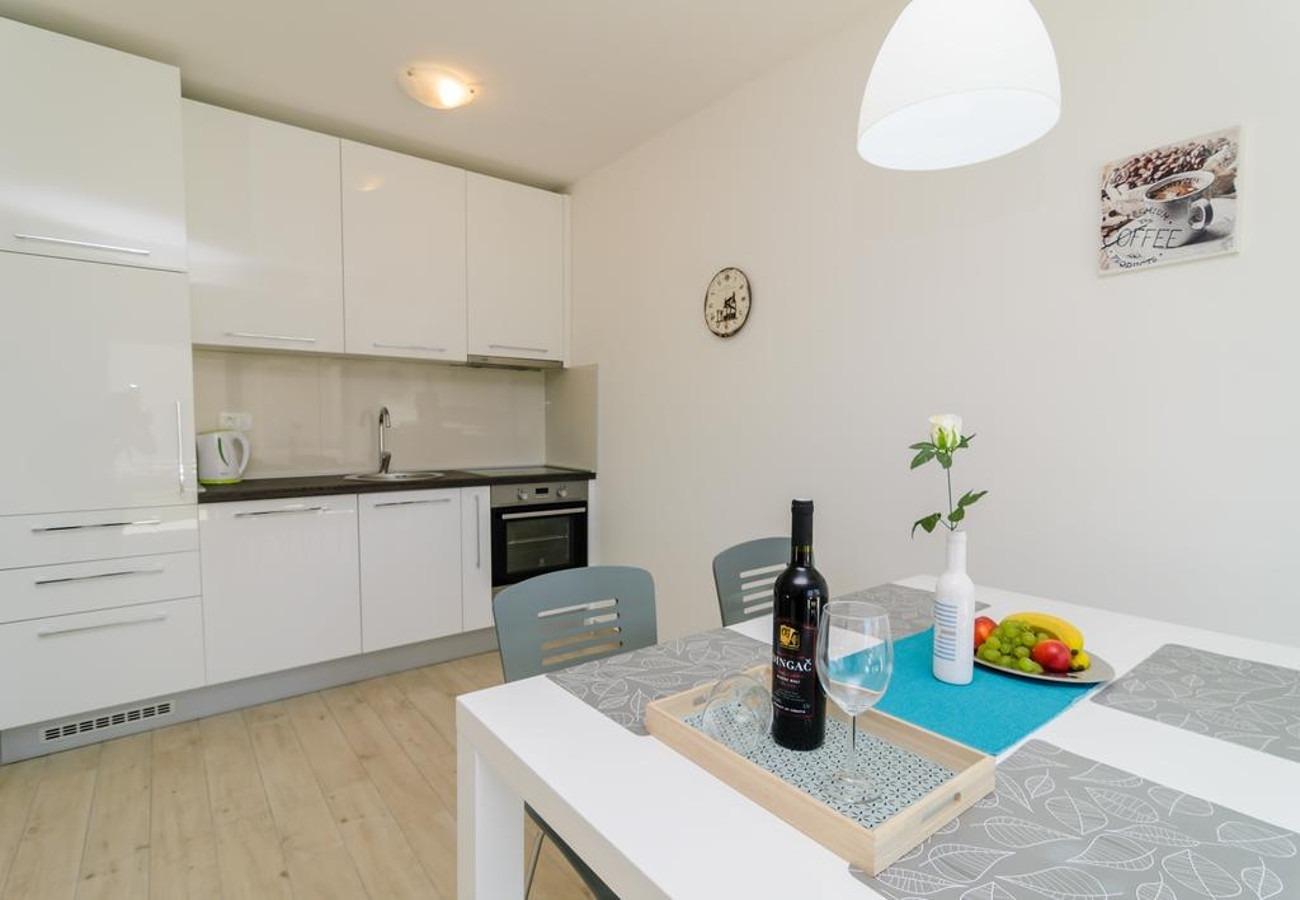Mali princ - Zadar - Appartementen Kroatië - A1(2+2): keuken en eetkamer