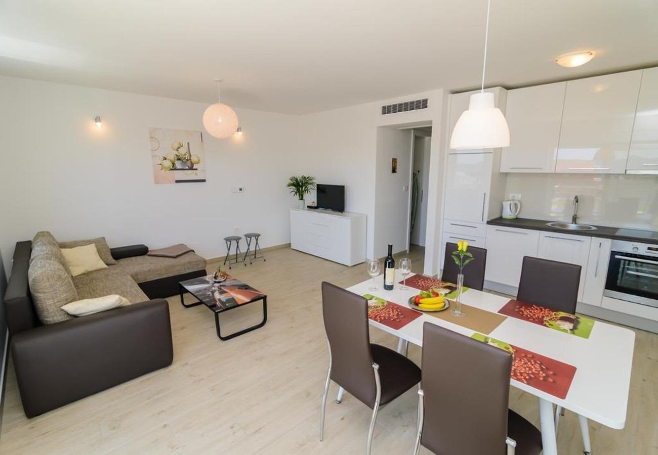 Mali princ - Zadar - Appartementen Kroatië - A3(2+2): keuken en eetkamer