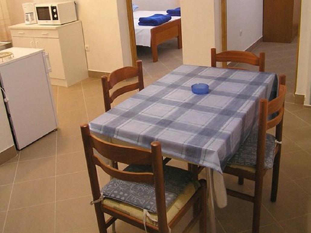 Biserka - Pag - Ferienwohnungen Kroatien - A1(4): Speisezimmer