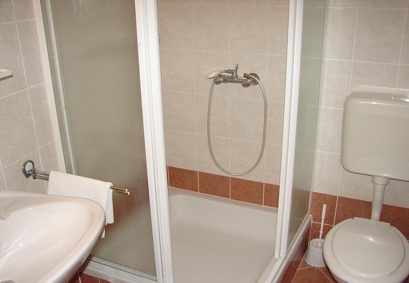 Nada - Brela - Appartementen Kroatië - A2(4+1): badkamer met toilet