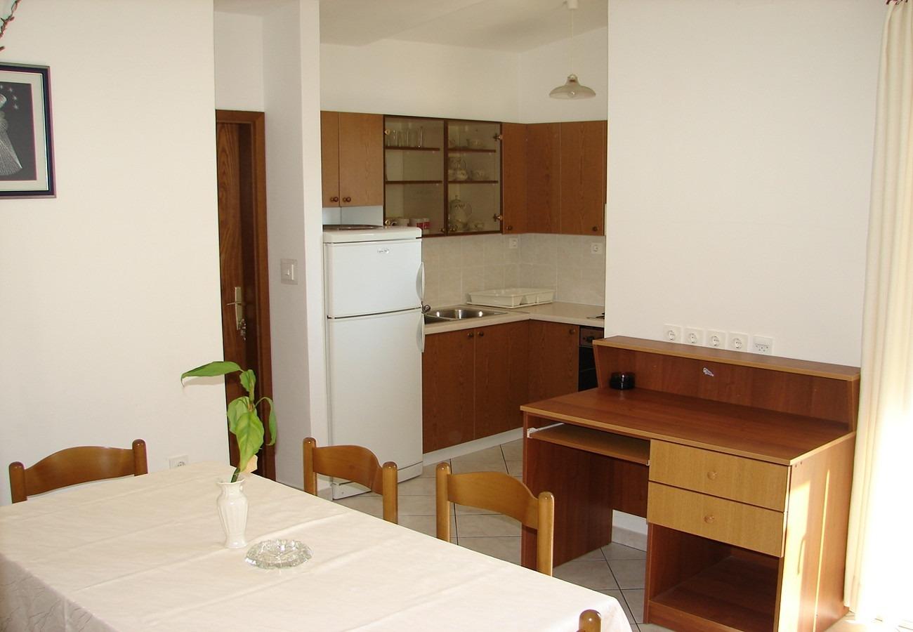 Nada - Brela - Appartementen Kroatië - A2(4+1): keuken en eetkamer