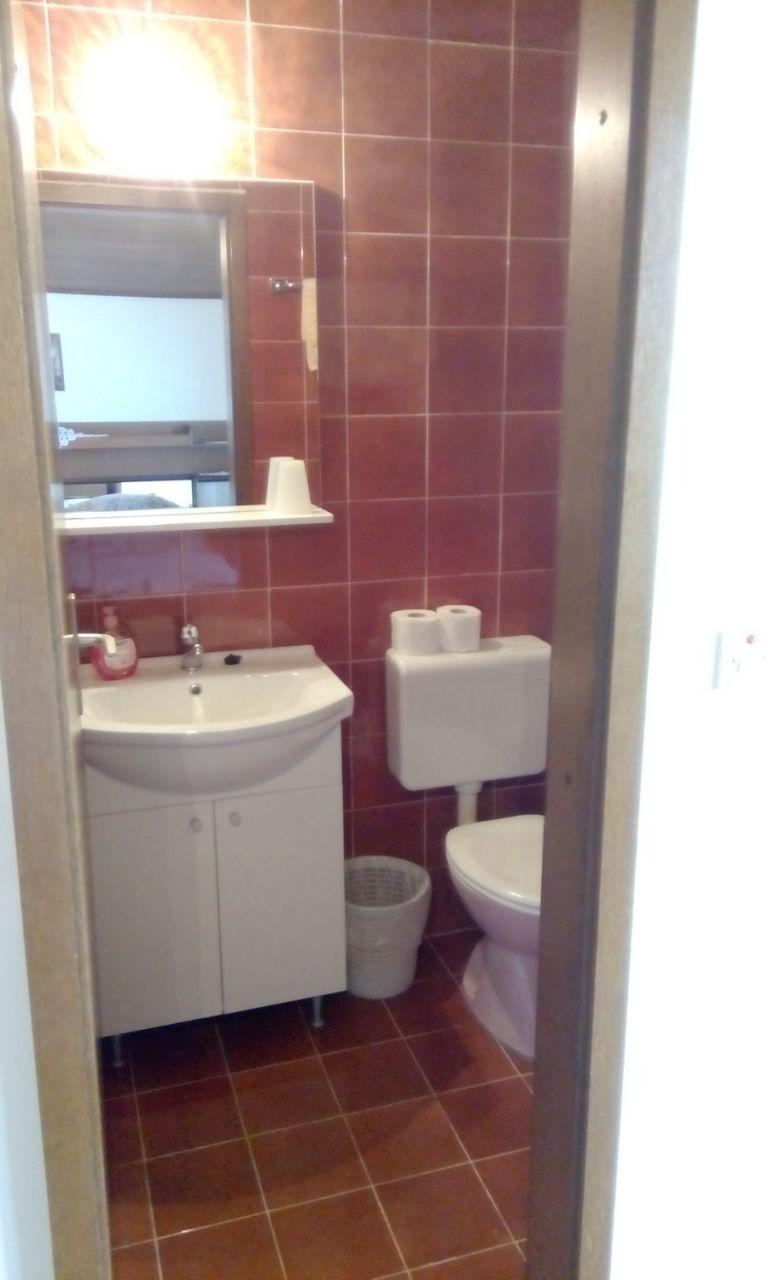 Nada - Brela - Appartementen Kroatië - A1(6): badkamer met toilet
