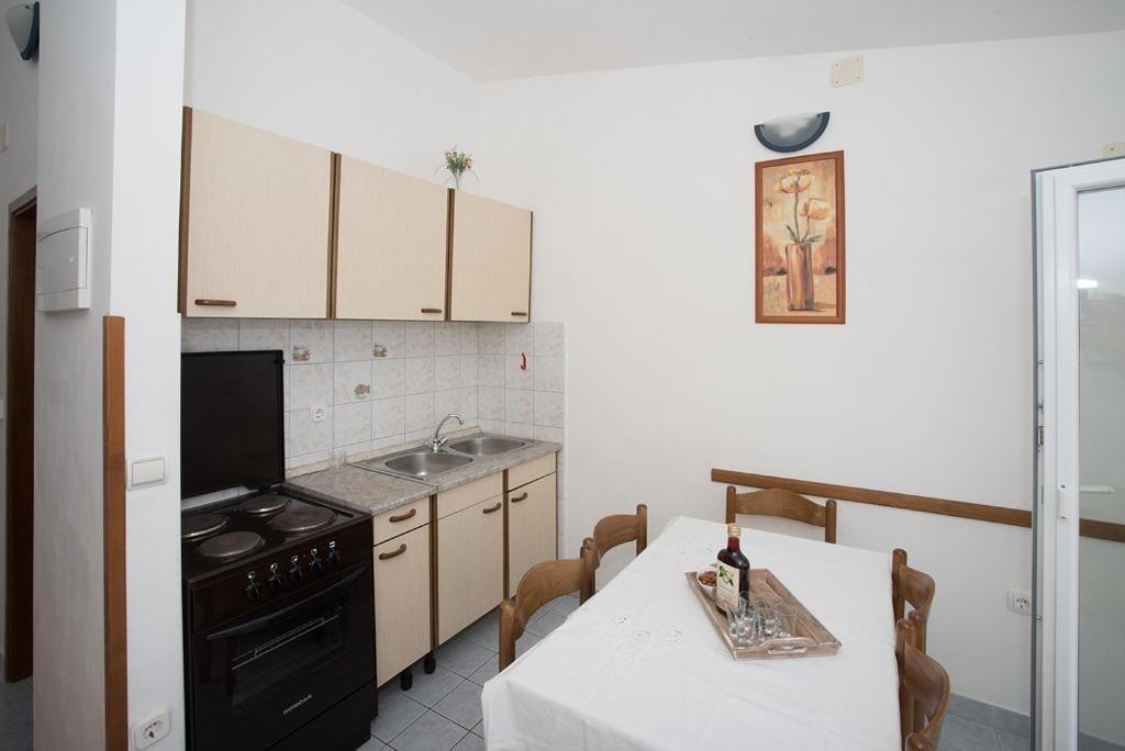 Nina - Celina Zavode - Appartementen Kroatië - A6(4): keuken en eetkamer