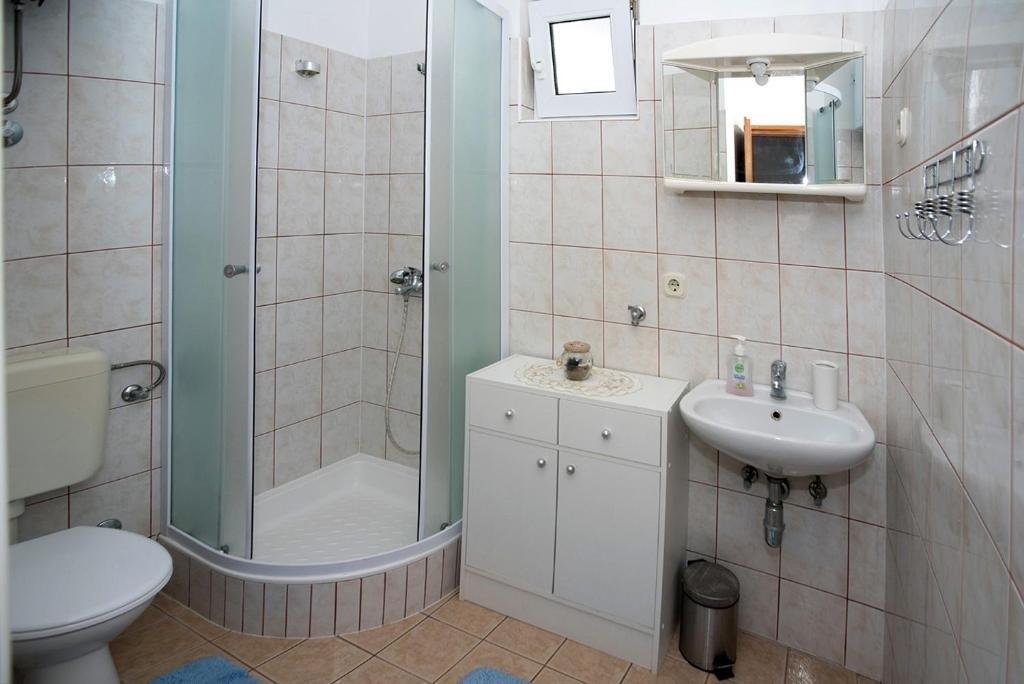 Nina - Celina Zavode - Appartementen Kroatië - A5(6+2): badkamer met toilet