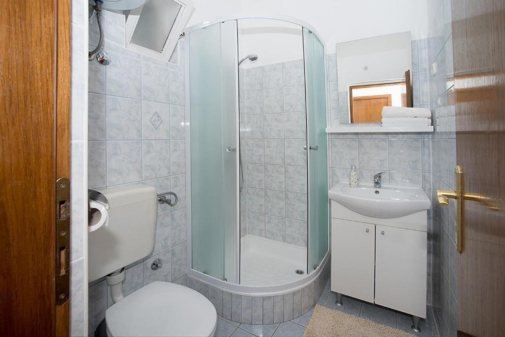 Nina - Celina Zavode - Appartementen Kroatië - A4(4+1): badkamer met toilet