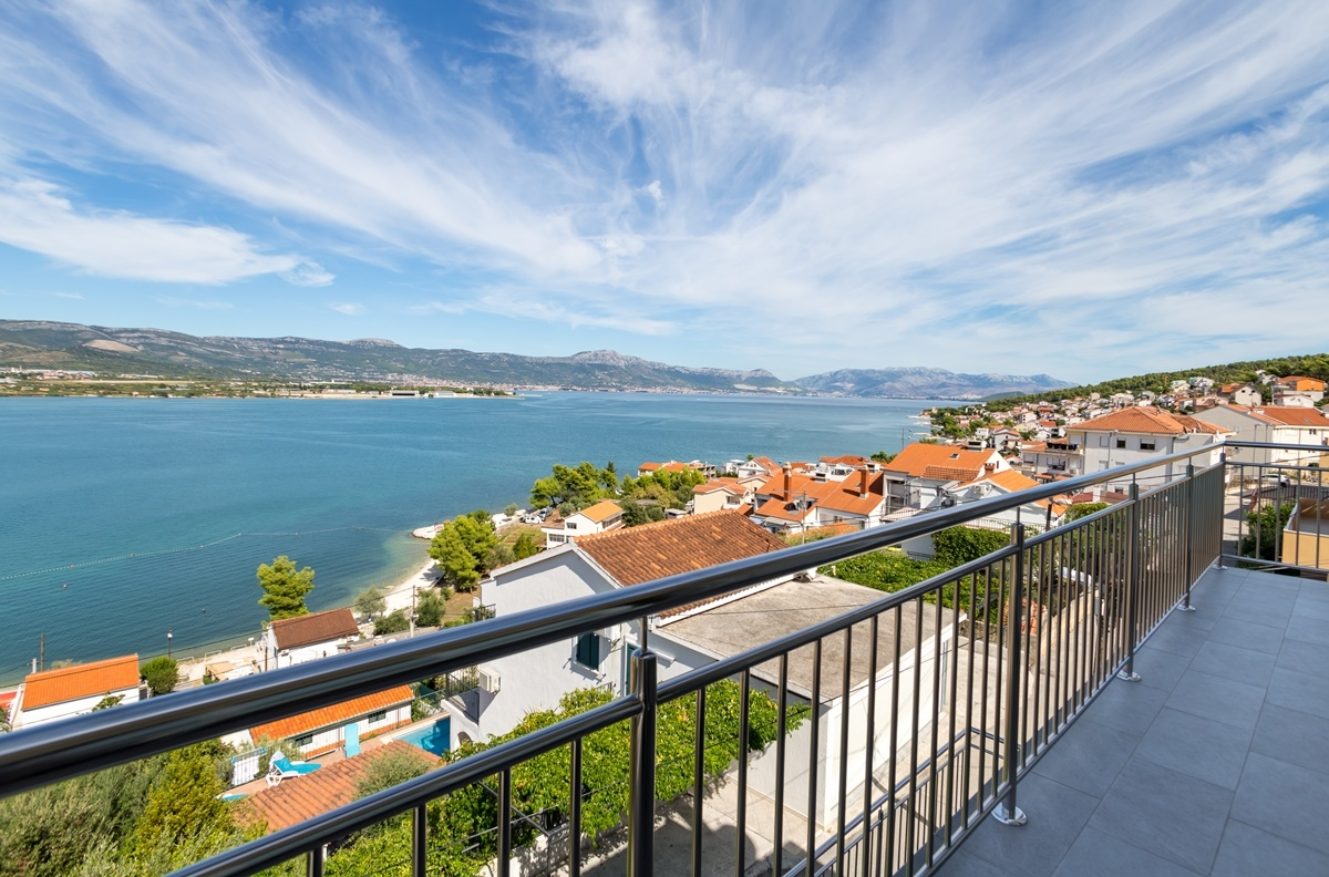 Apartments, Trogir, Trogir and surroundings - Apartments  Petar - great location close to the sea: