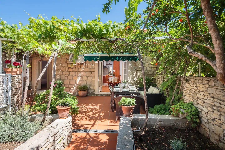 Holiday Homes, Sutivan, Island of Brač - Holiday houses, villas  Gita - peacefull and comfortable