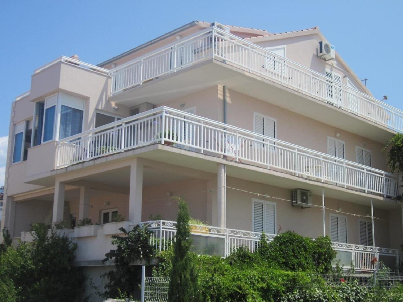 Apartments, Hvar, Island of Hvar - Apartments  Dar - 400 m from sea: