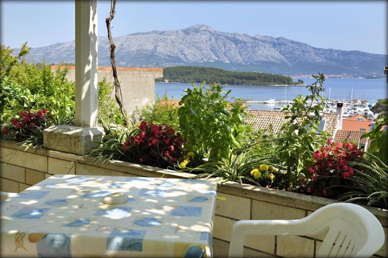 Apartments, Lumbarda, Island of Korčula - Apartments  Emil - great location: